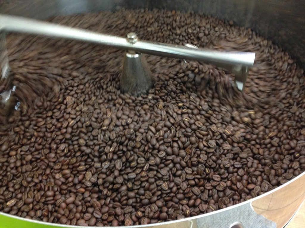 コーヒー豆冷却中